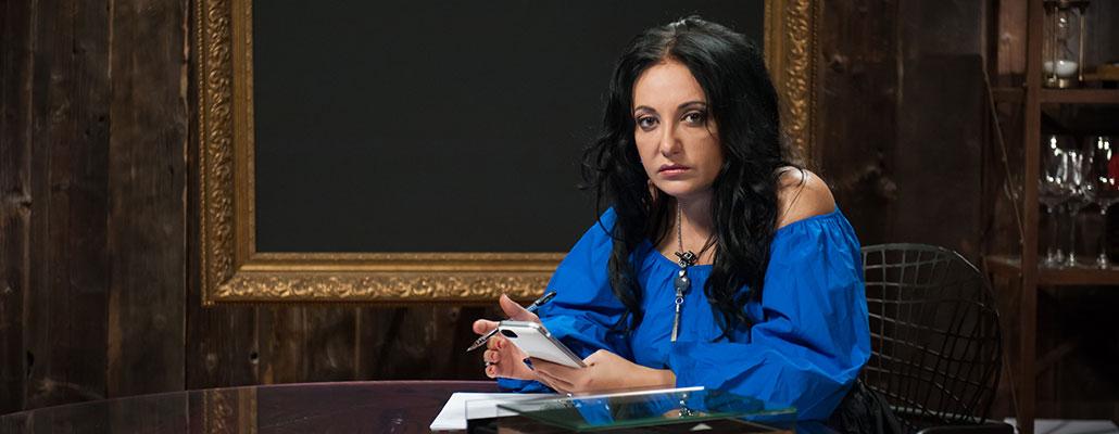 Фатима Хадуева дарит именные подарки